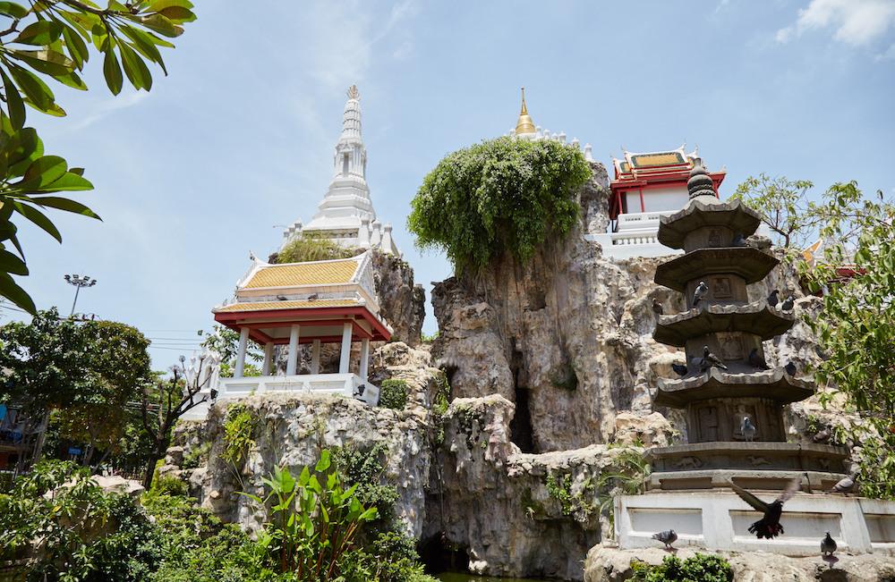 Prayurawongsawas Waraviharn Temple Pagoda